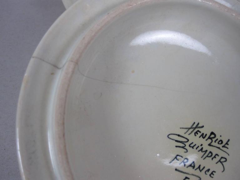 French Faïence Henriot Quimper Two-Handled Onion Soup Lug Bowls & Lids, S/4 For Sale 3
