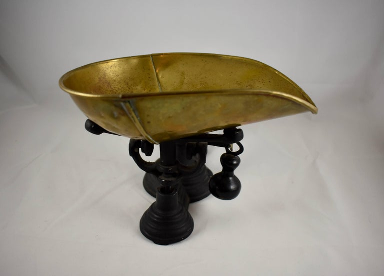 1900s Cast Iron Table Top Mercantile Scale With Brass