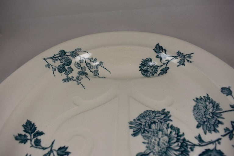Earthenware Wedgwood Aesthetic Movement Staffordshire Well and Tree Platter, 'Chrysanthemum'