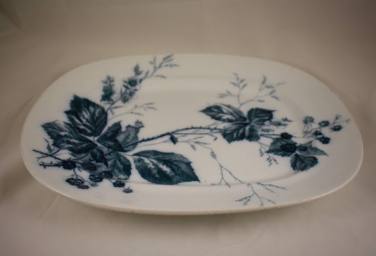 Glazed Villeroy & Boch Aesthetic Movement Rubus Blackberry Pattern Mettlach Platter For Sale