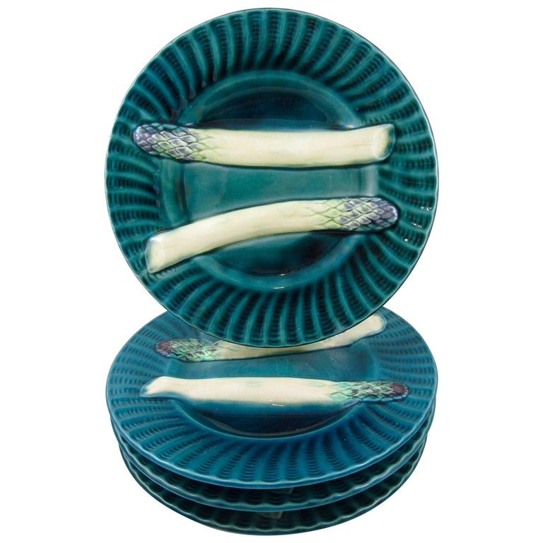 Late 19th Century 19th Century Creil et Montereau French Barbotine Majolica Asparagus Plate For Sale
