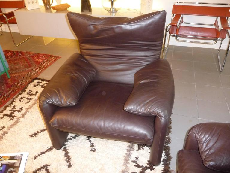 Pair of Armchairs 675  Maralunga Cassina Designed by Vico Magistretti in 1973 In Excellent Condition For Sale In Grenoble, FR