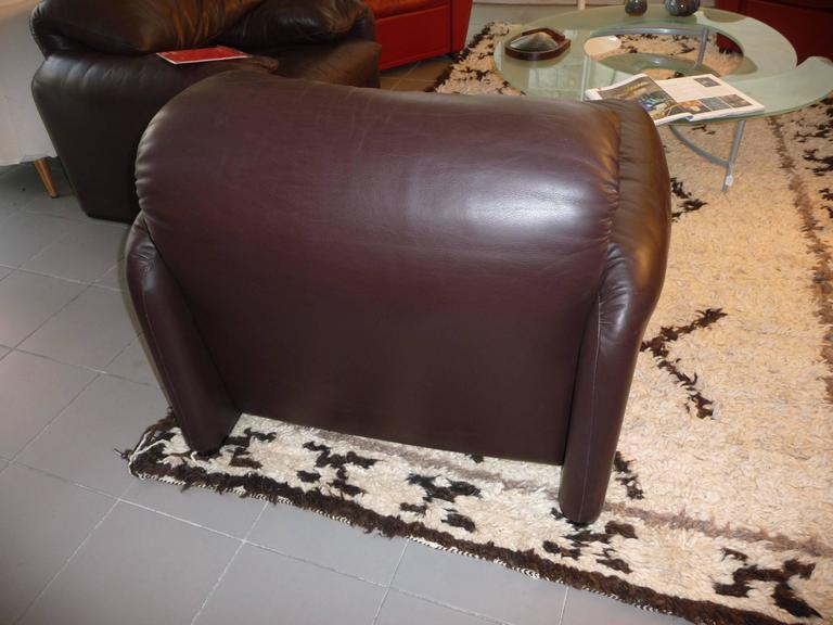 Leather Pair of Armchairs 675  Maralunga Cassina Designed by Vico Magistretti in 1973 For Sale