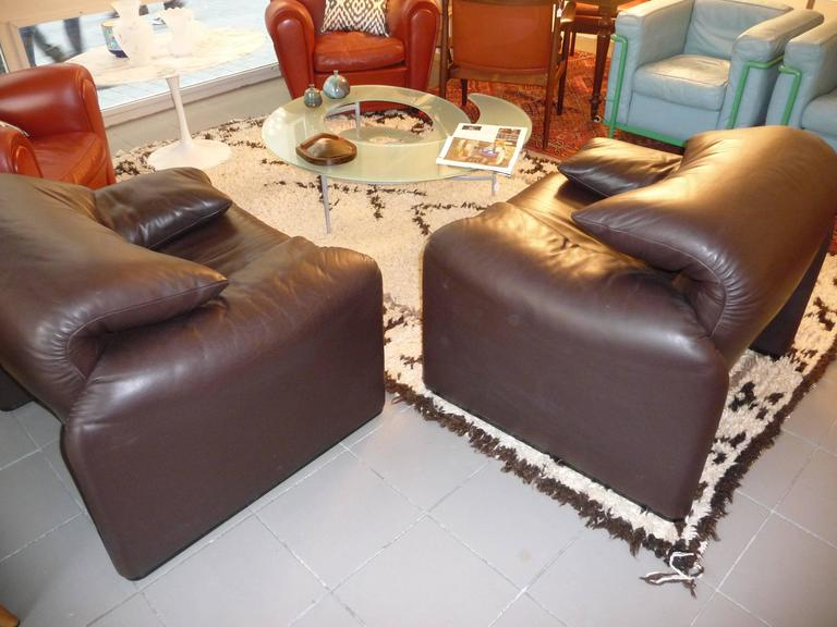 Pair of Armchairs 675  Maralunga Cassina Designed by Vico Magistretti in 1973 For Sale 2