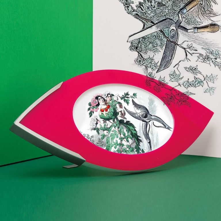 Large Picture Frame in Fuchsia and White Plexiglass, Vision  In Excellent Condition For Sale In Sarezzo, IT