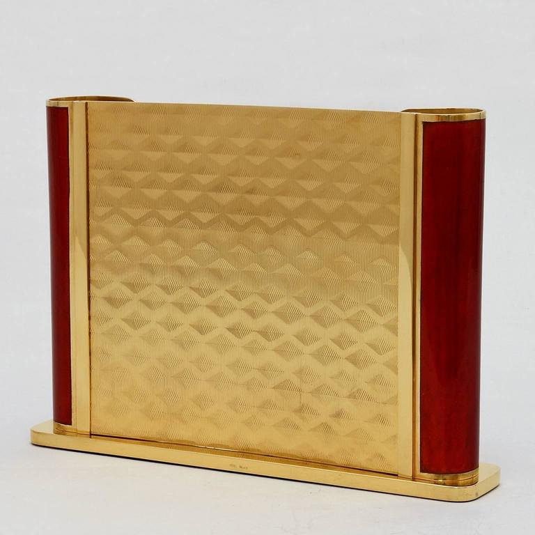 Generosity Ruby is a unique golden  silver handcrafted picture frame in Art Deco style of the collection Laura G Art with Heart from Italy. A collectible design piece for your precious memories of heart. The picture frame is recto-verso, that means