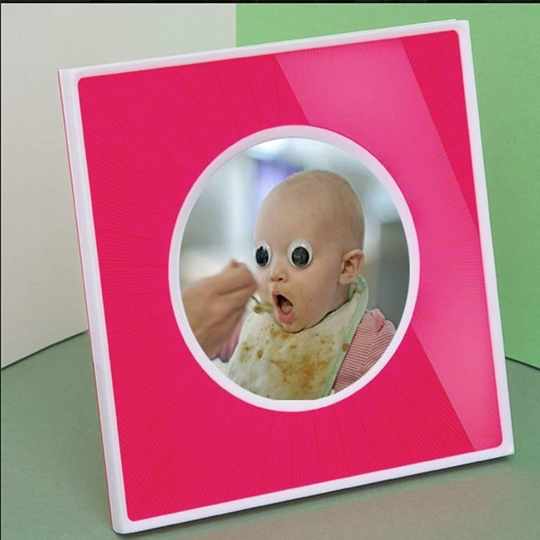 Italian Pop Design Shocking and White Plexiglass Picture Frame, Sharing Shocking In Good Condition For Sale In Sarezzo, IT