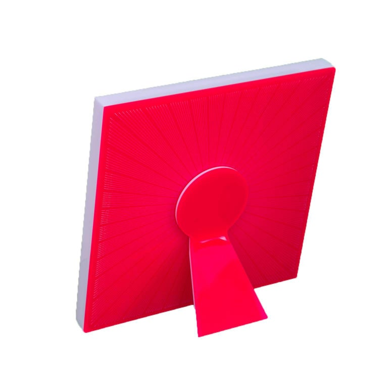 Sharing Red is a limited edition of art with Heart collection of pop recto-verso photo frames by Laura G Italy. It is beautiful wherever you look at it, its surface is decorated front and back, a typical example of Art with Heart picture frames. It