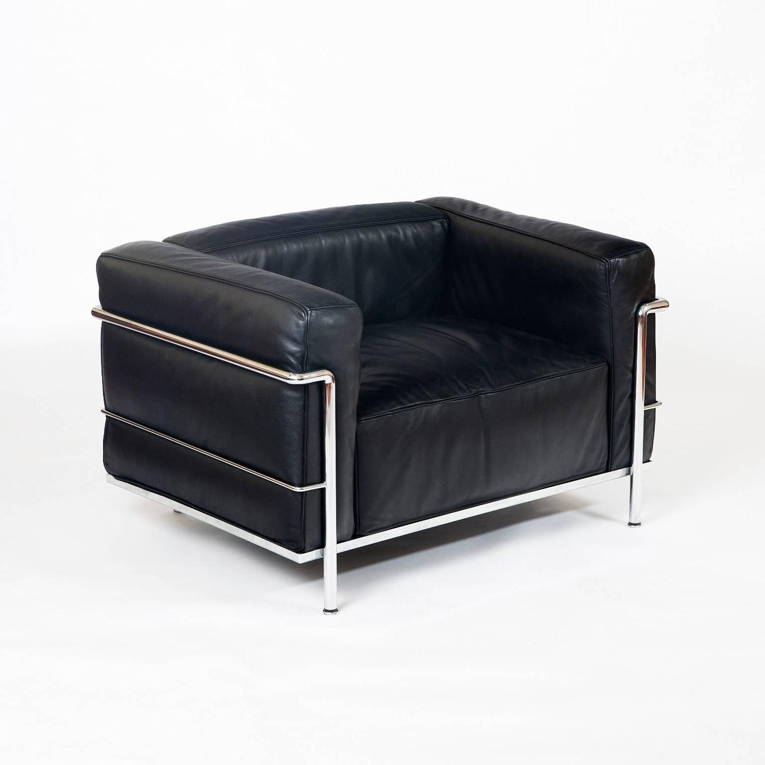 Le corbusier lc03 le grand comfort lounge chairs at 1stdibs for Le corbusier chair history
