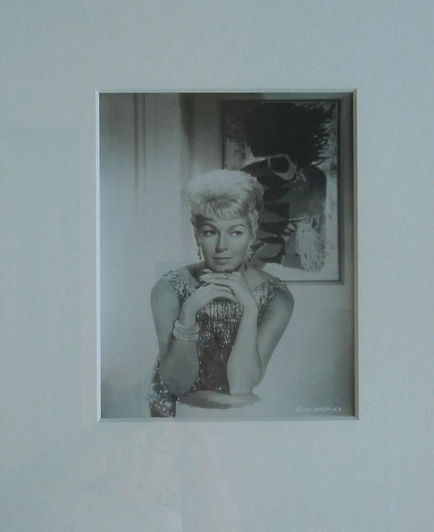 Original Hollywood Studio glamour photograph of the lovely Lana Turner In Excellent Condition For Sale In Palm Springs, CA