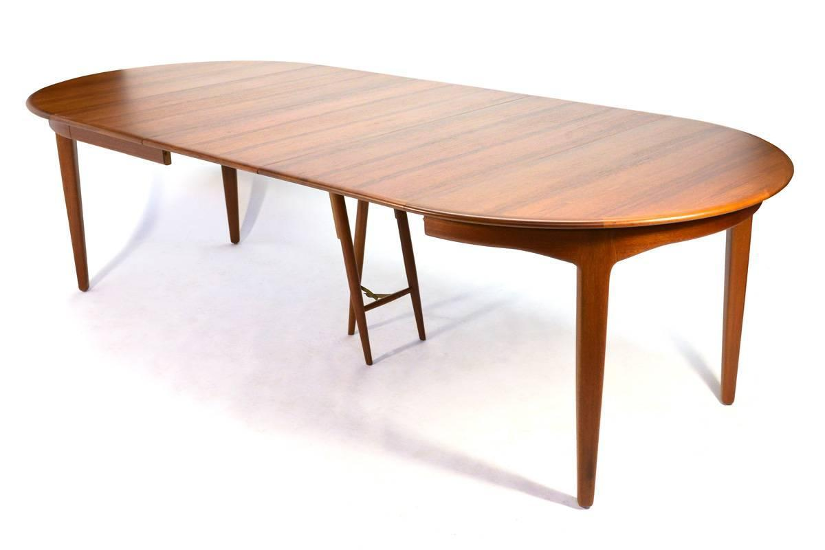 Round Teak Extending Dining Table By Henning Kjaernulf At