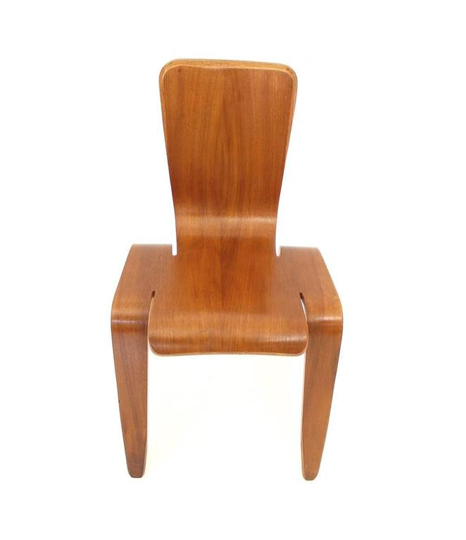 Rare and iconic Dutch plywood chair model BAMBI, designed by Han Pieck, The Netherlands 1945-1946 produced by Morris & Co.  Since there was no Dutch furniture manufacturer who was able to produce this chair at the time (1946) - due to the