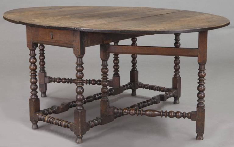 Large 18th century English oak oval gateleg table with spool turned legs  and stretchers and one