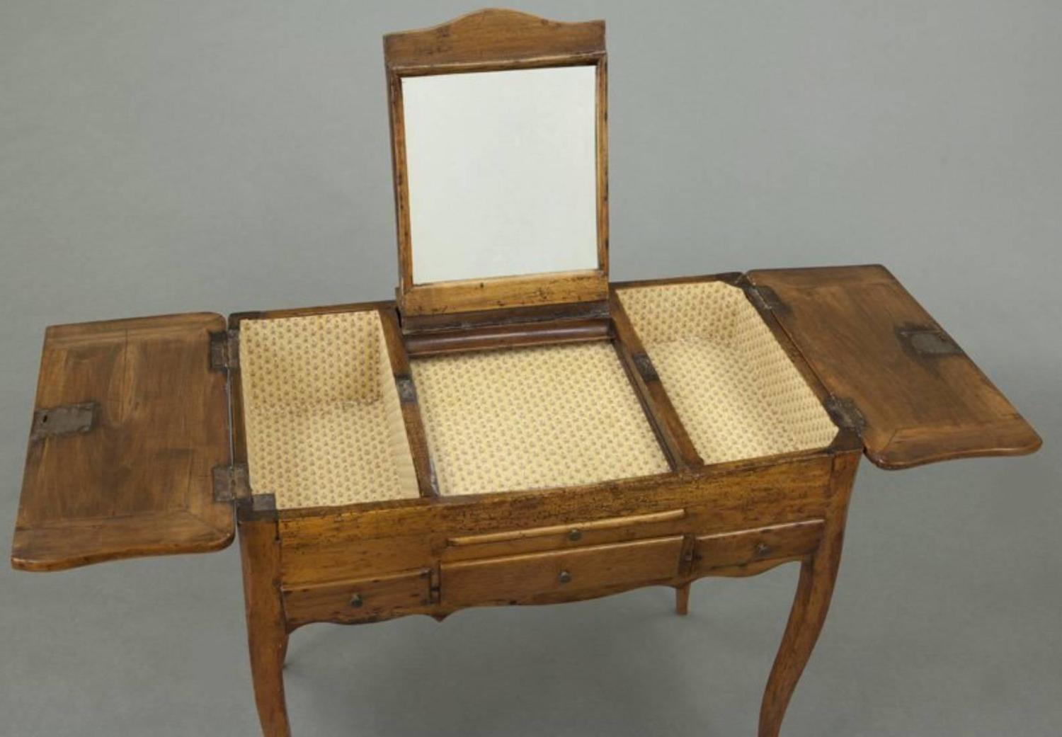 French 18th century fruitwood ladies dressing bedroom for Womens dressing table