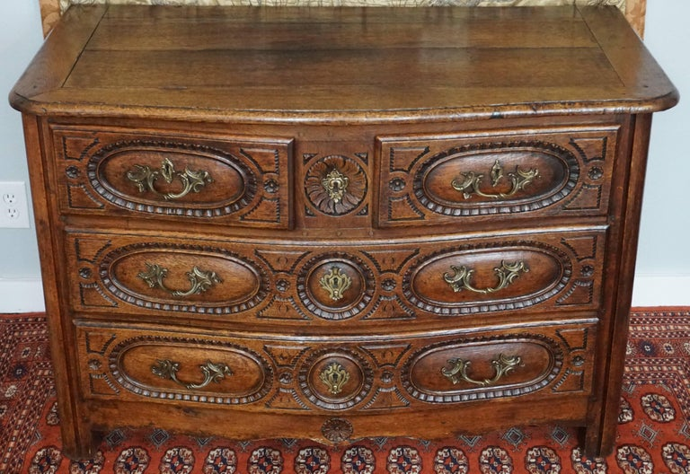 Louis XV French Provincial Oak 18th Century Commode Chest In Good Condition In Dallas, TX