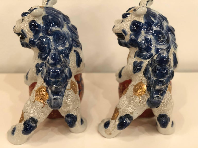 Pair of Blue and White Foo Dogs  In Excellent Condition For Sale In West Palm Beach, FL
