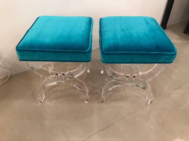 American Vintage Pair of Lucite X-Benches Stools Blue Velvet Upholstery For Sale