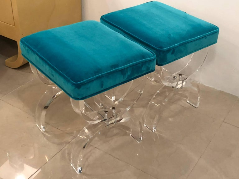 Vintage Pair of Lucite X-Benches Stools Blue Velvet Upholstery For Sale 4