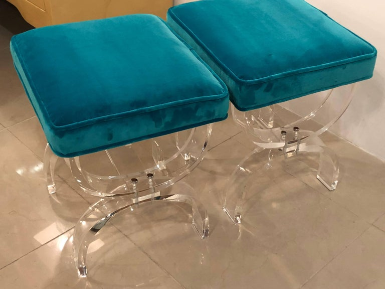 Vintage Pair of Lucite X-Benches Stools Blue Velvet Upholstery For Sale 5
