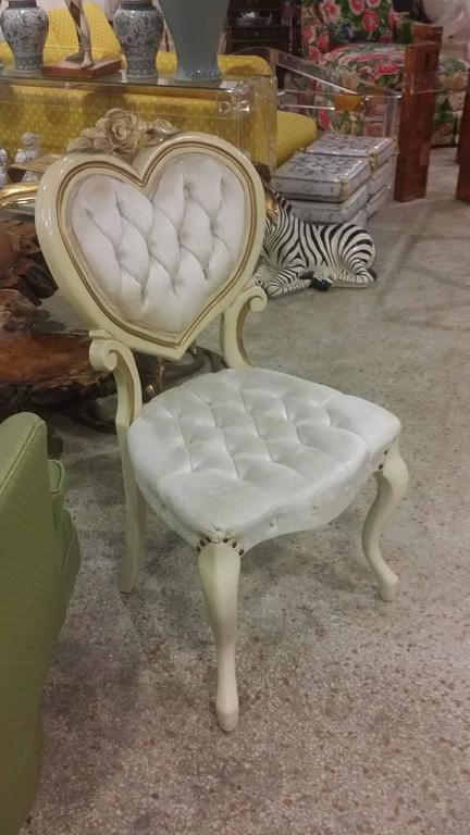 Six Tufted Hollywood Regency Heart Dining Chairs by Kimball In Good  Condition For Sale In West - Six Tufted Hollywood Regency Heart Dining Chairs By Kimball For Sale