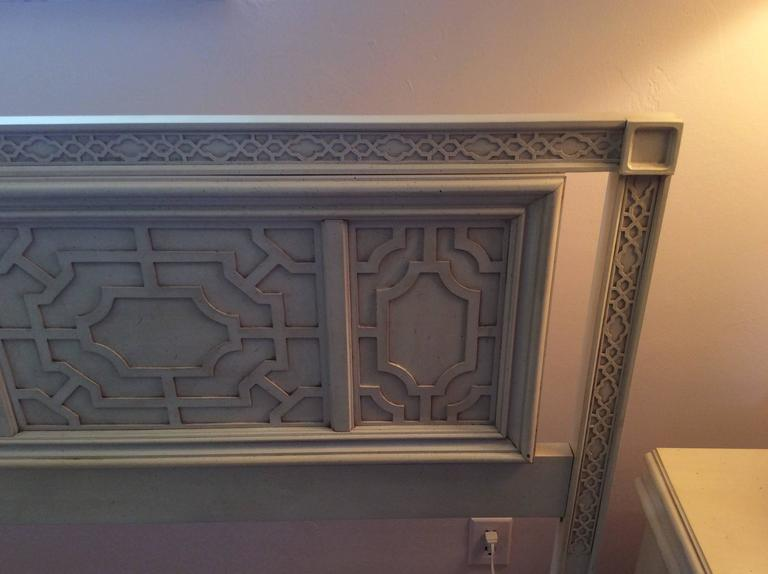 Thomasville Headboard Vintage King-Size Fretwork Chinese Chippendale Bed In Excellent Condition For Sale In West Palm Beach, FL