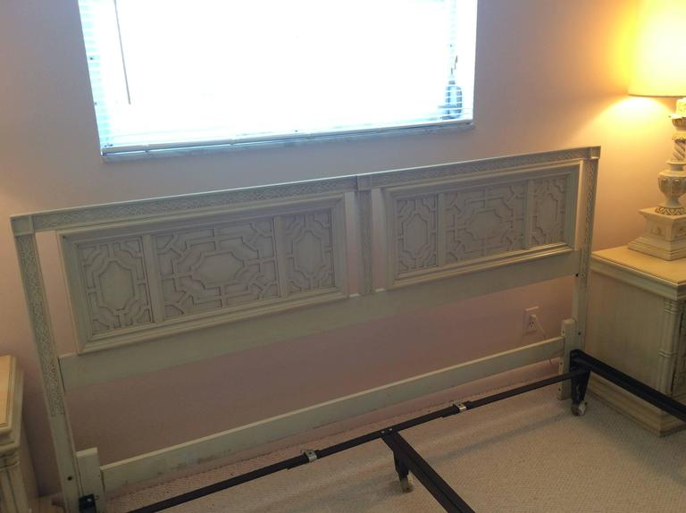 20th Century Thomasville Headboard Vintage King-Size Fretwork Chinese Chippendale Bed For Sale