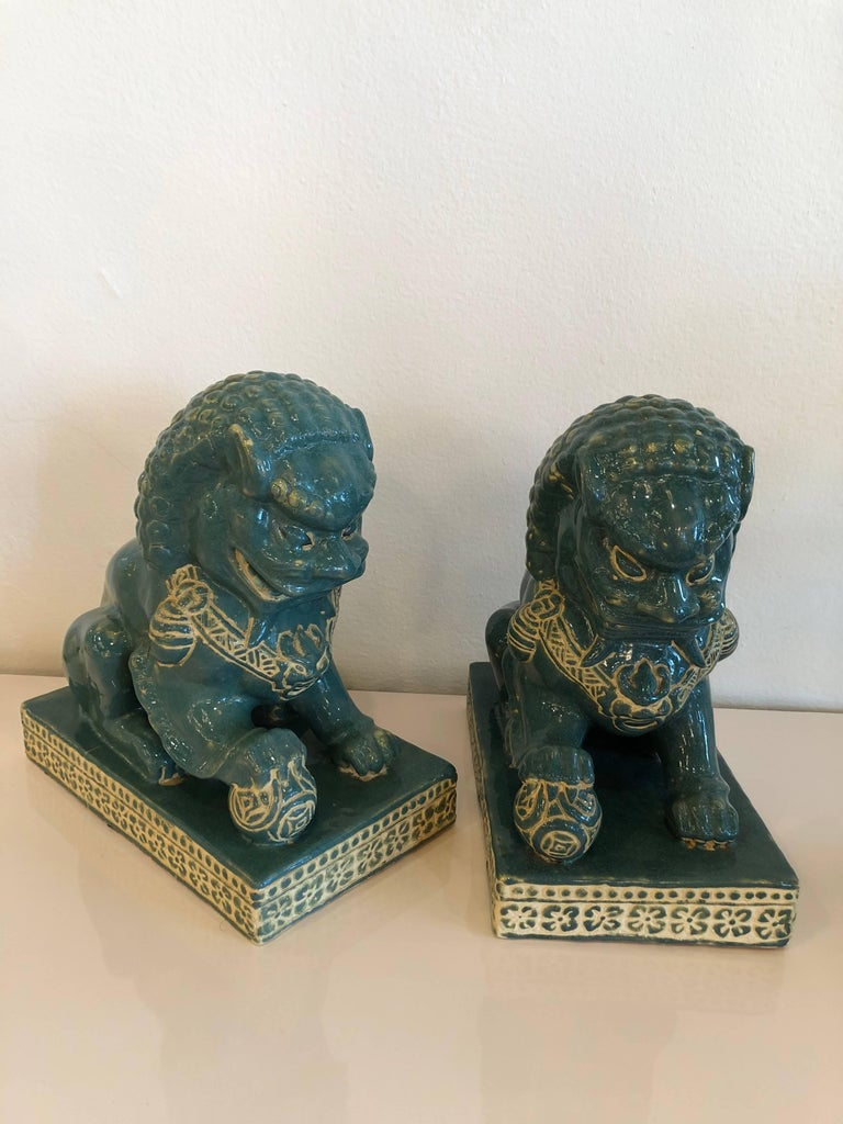 Pair vintage Teal Foo Dogs Hollywood Regency Chinoiserie In Excellent Condition For Sale In West Palm Beach, FL