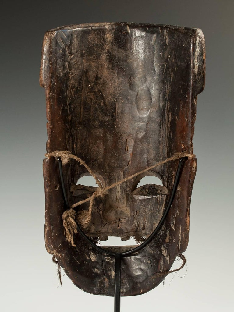 Late 19th-Early 20th Century Nuo Theater Mask from Southern China In Distressed Condition For Sale In Point Richmond, CA