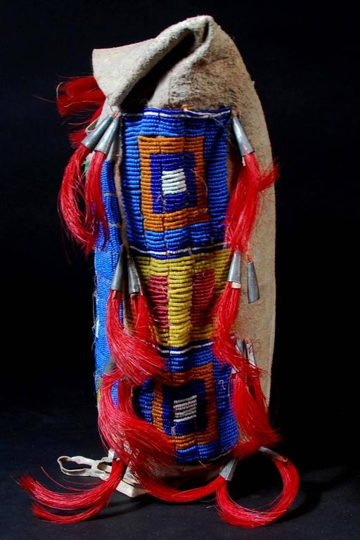 Late 19th Century Native American Tribal Beaded Leather Bag In Good Condition For Sale In San Franciso, CA