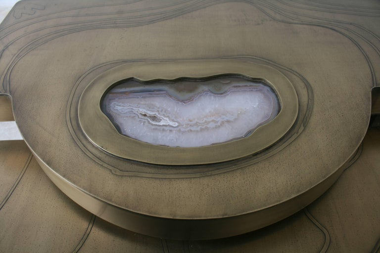 Coffee Table, Patinated Acid Etched Brass and Agate Slice Organic In Excellent Condition For Sale In Ostend, BE
