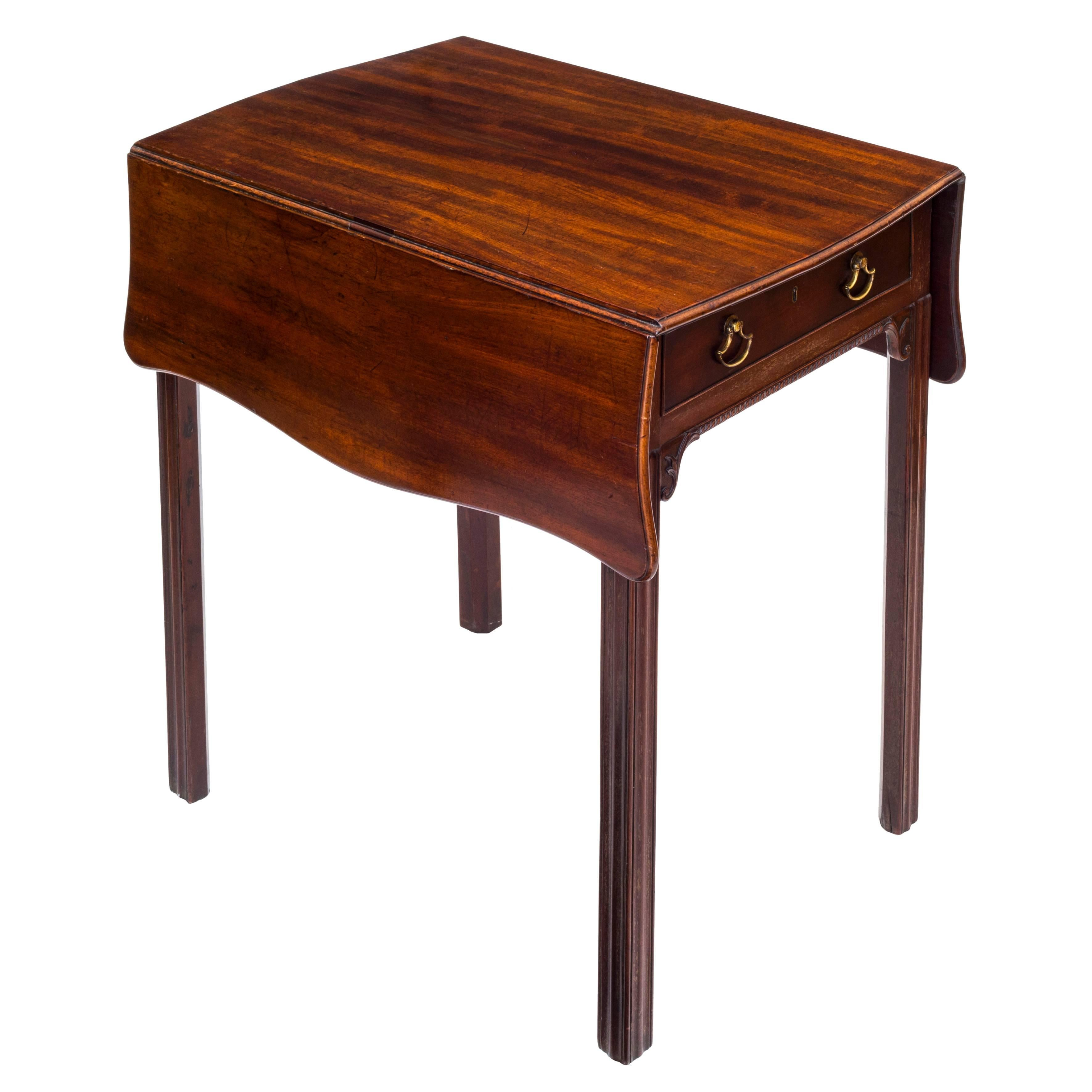English 18th Century Georgian Chippendale Small Drop Leaf Table For Sale