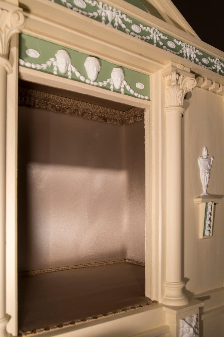 Antique Neoclassical Architectural Cream and Green Painted Dog Kennel In Good Condition For Sale In London, GB