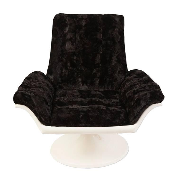 1960s Space Age Swivel Chair in Faux Fur For Sale