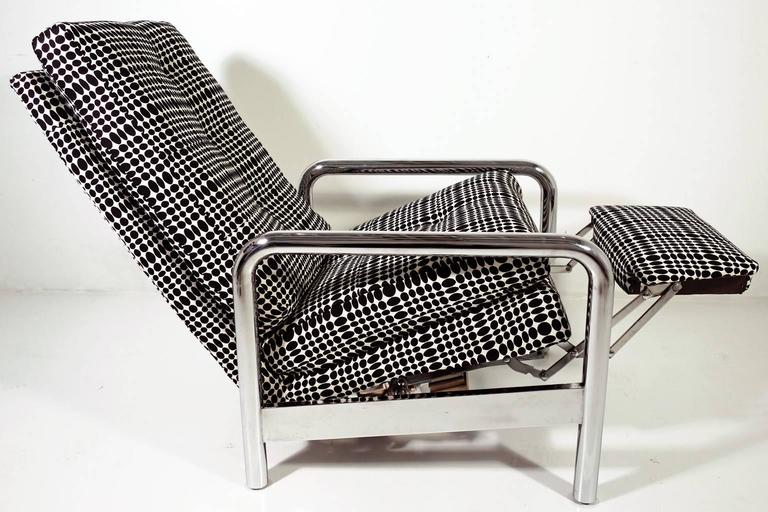 Amazing Milo Baughman reclining lounge chair. Chrome tubular frame covered with Verner Panton fabric. This stunning chair has a heavy chrome finish. The upholstery is clean and comfortable. Truly an exceptional piece.