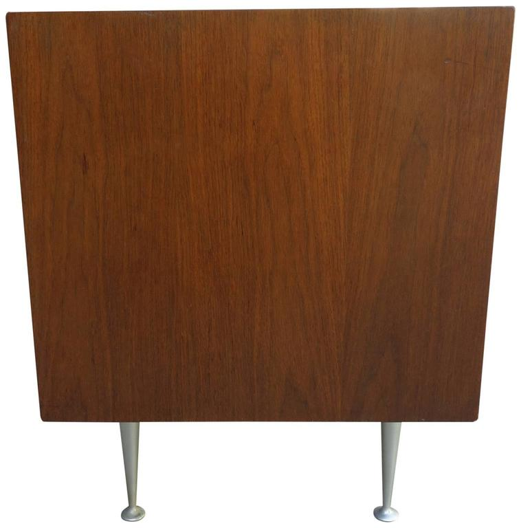 Mid-Century George Nelson Thin Edge Side Table or Nightstand In Good Condition For Sale In BROOKLYN, NY