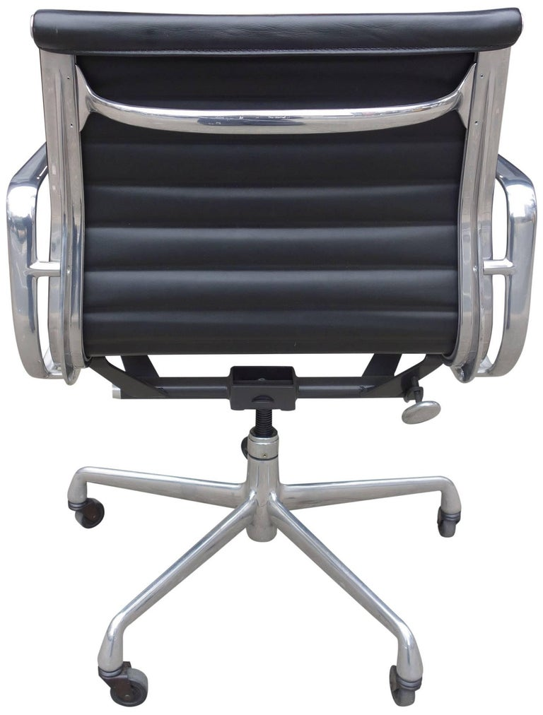 Midcentury eames aluminium group management chairs for for Herman miller eames aluminum group management chair