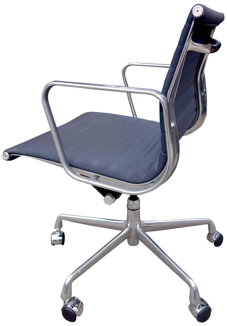 Midcentury aluminium group management chairs by eames for for Herman miller eames aluminum group management chair