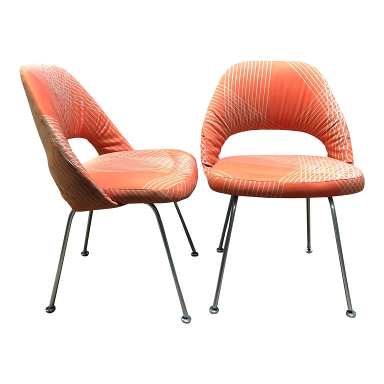 Rare Eero Saarinen for Knoll Chairs on Aluminum Legs In Good Condition For Sale In BROOKLYN, NY
