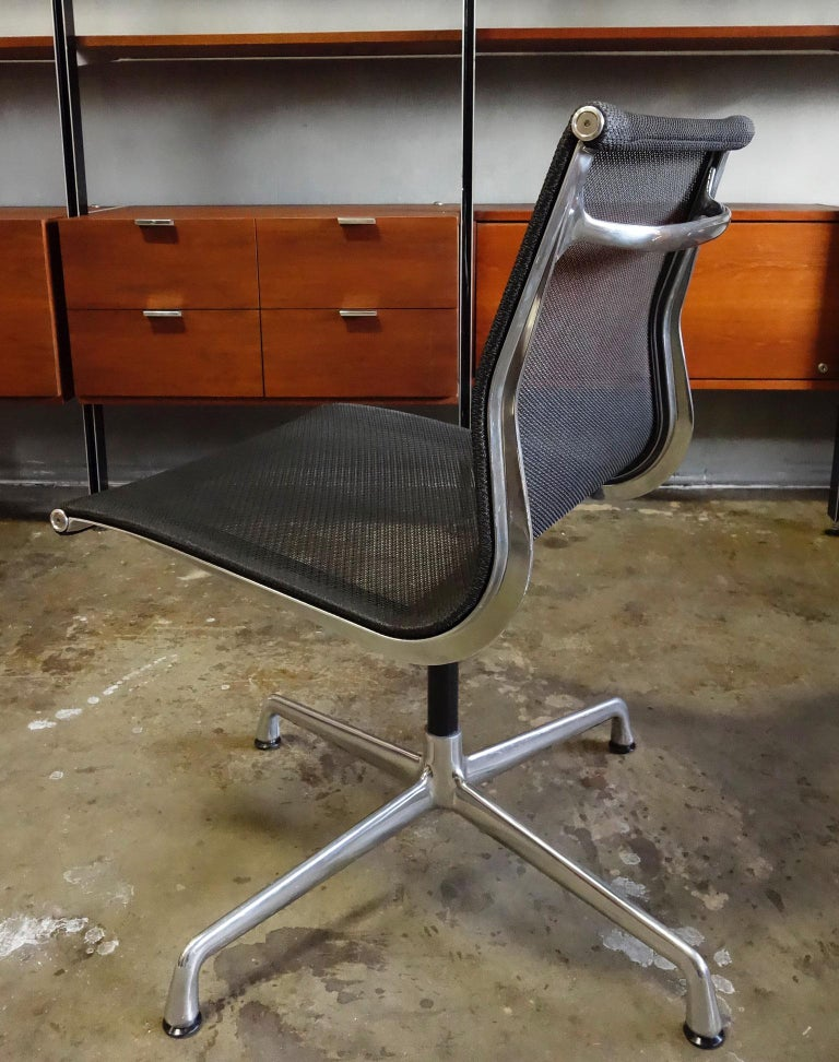 Mid-Century Modern Eames Aluminum Group Side Chair for Herman Miller For Sale