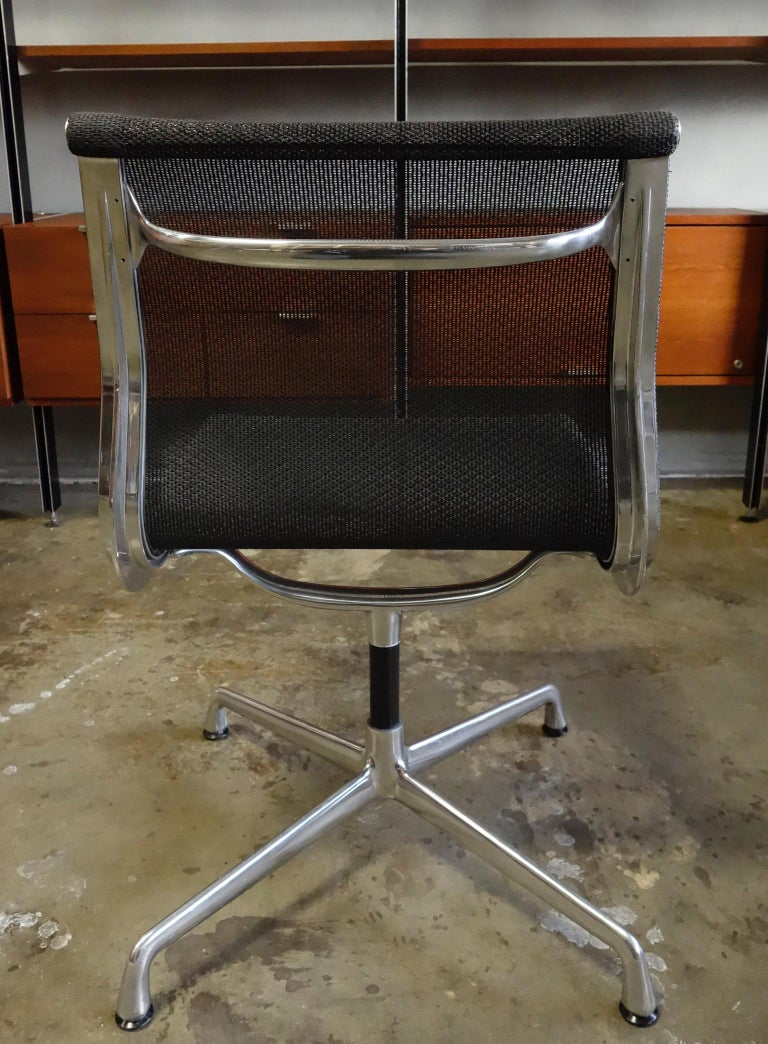 Eames Aluminum Group Side Chair for Herman Miller For Sale 1
