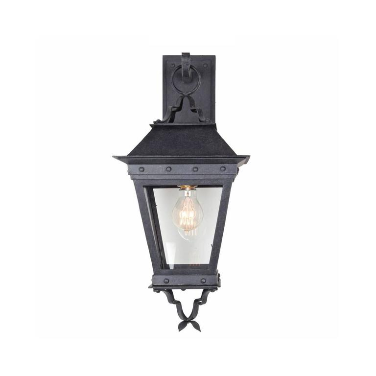 El Presidio Real de Santa Barbara is one of California's oldest structures, built by the Spanish in 1782 as a military outpost, and serves as inspiration for this lantern. This lantern features a familiar silhouette with a tapered cage, subtle