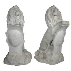 Palatial Pair of English Baroque Style 19th Century Carved Marble Sitting Lions