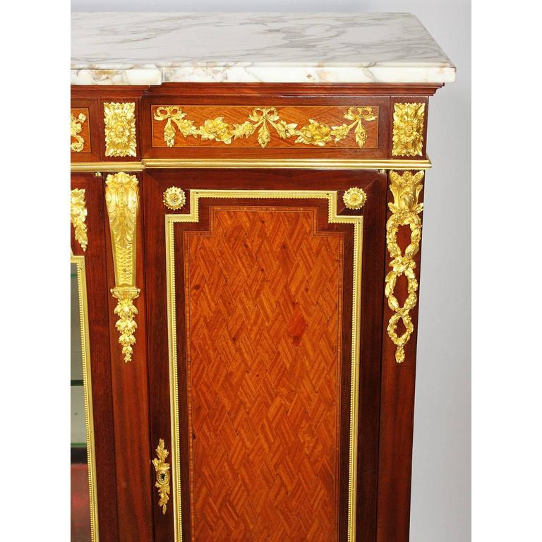 French 19th-20th Century Louis XVI Style Ormolu-Mounted Kingwood Vitrine Cabinet In Excellent Condition For Sale In Los Angeles, CA