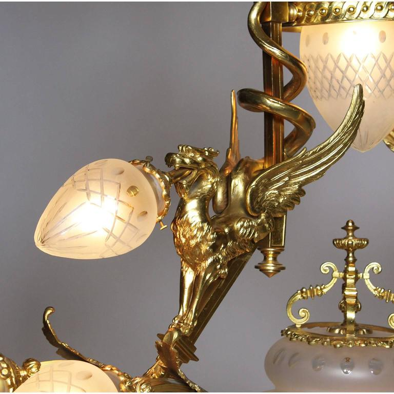 French Belle Epoque 19th-20th Century Neoclassical Style Gilt-Bronze Chandelier For Sale 1