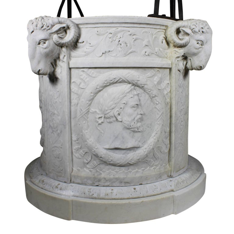 Italian 19th Century Carved Carrara Marble and Wrought Iron Wishing Well Head For Sale 1