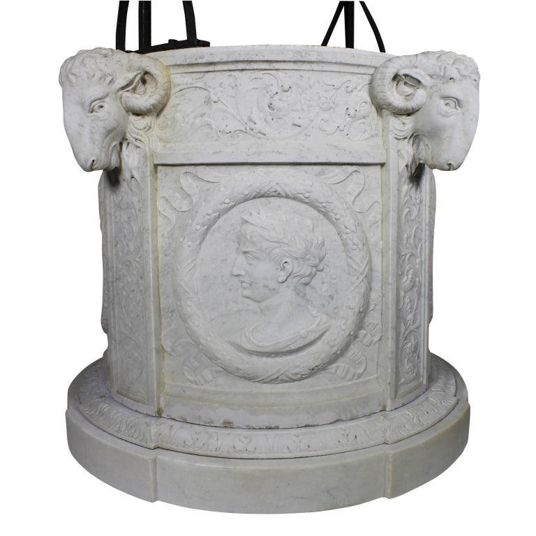 Italian 19th Century Carved Carrara Marble and Wrought Iron Wishing Well Head For Sale 2