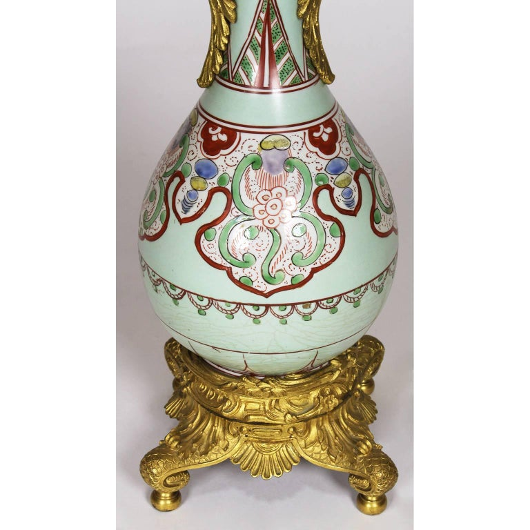 Gilt Fine Pair of 19th Century Ormolu-Mounted Chinese Porcelain Vases Oil Lamps For Sale