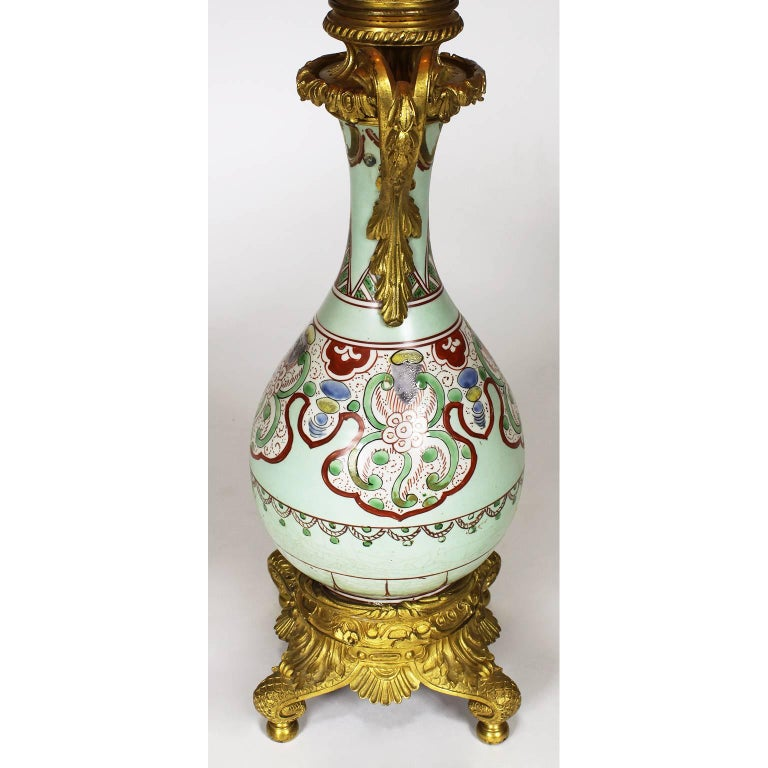 Fine Pair of 19th Century Ormolu-Mounted Chinese Porcelain Vases Oil Lamps In Excellent Condition For Sale In Los Angeles, CA