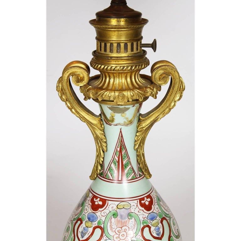 Chinese Export Fine Pair of 19th Century Ormolu-Mounted Chinese Porcelain Vases Oil Lamps For Sale