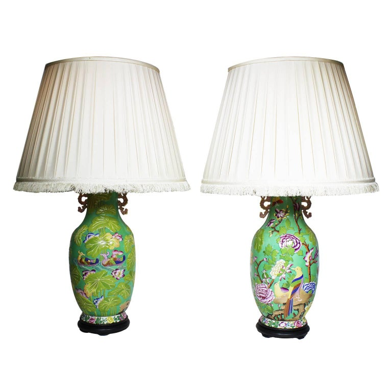 Pair of English 19th-20th Century Chinoiserie Style Porcelain Vases Table Lamps 10